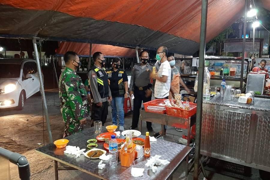 Polsek Mataram Datangi Pedagang Sosialisasi Prokes dan Kamtibmas