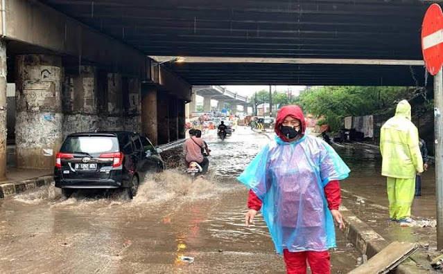 Jakarta Banjir, Saatnya Buzzer Kembali Menyalahkan Gubernur Anies