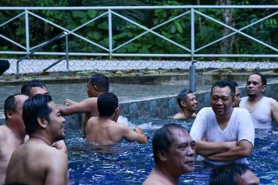 Unggahannya Saat Berenang Jadi Sorotan, Gubernur NTB Minta Maaf