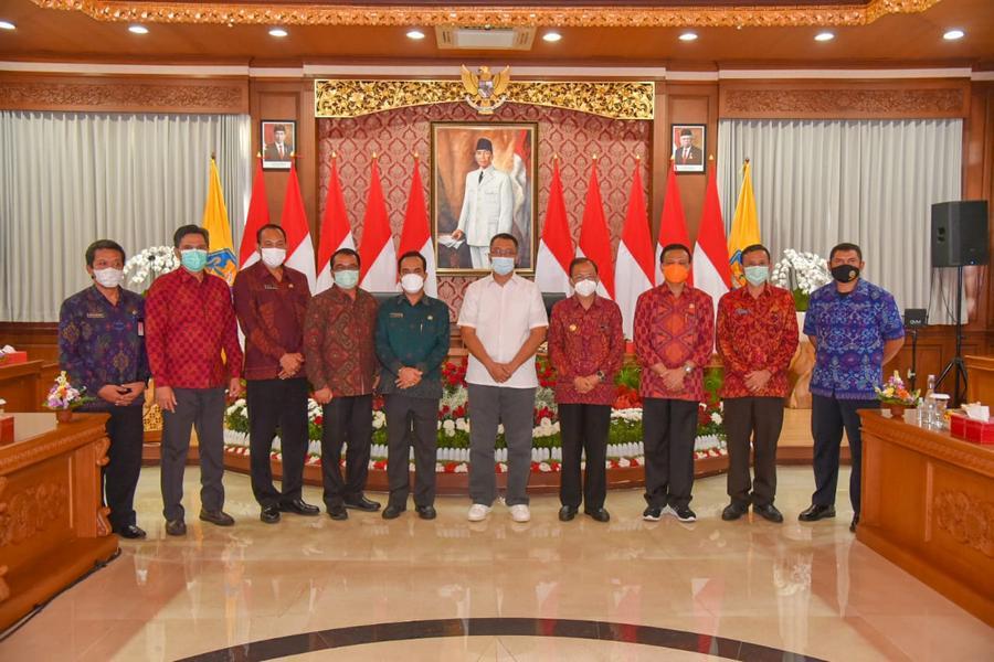 Gubernur NTB & Gubernur Bali Tanda Tangani Kerja Sama Majukan Daerah