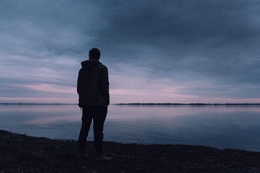 Berjarak dengan Rasa Sedih