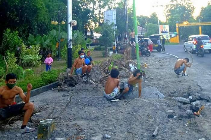 Himpunan Mahasiswa Lamaholot Protes Penebangan Pohon Jalan Catur Warga – Pendidikan
